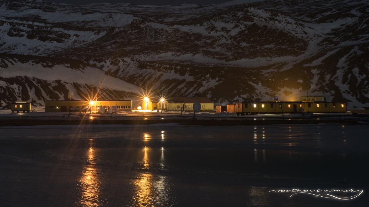 Stacja nocą | Station by night